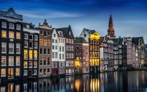 niderlandy-amsterdam-doma